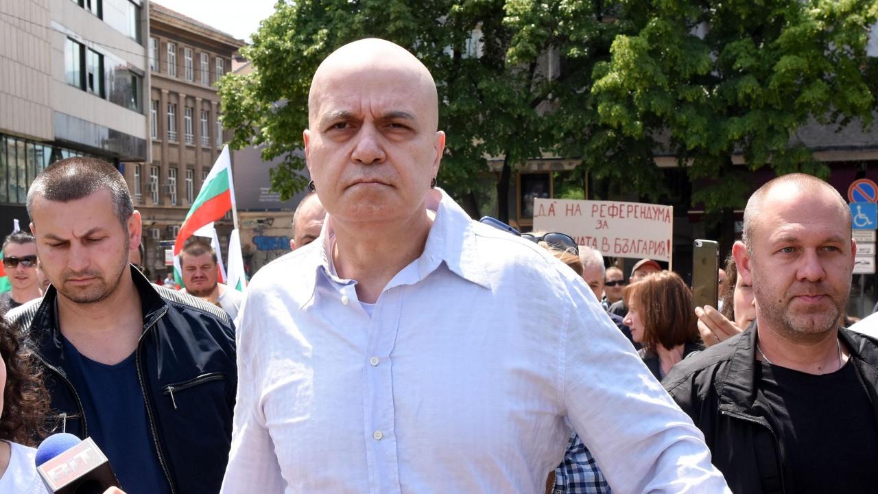 Водещите новини! Остри реакции на партиите след интервюто на Слави Трифонов