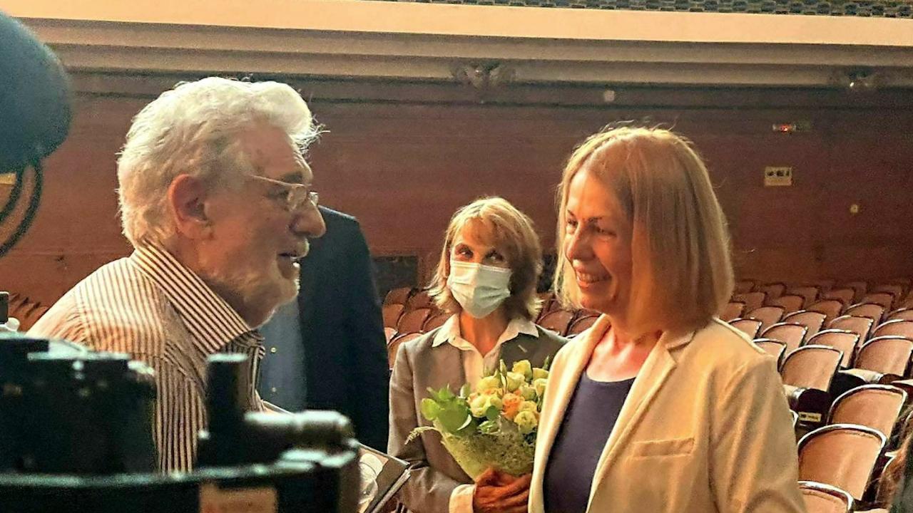 Кметът Фандъкова поздрави Пласидо Доминго и Соня Йончева по време на репетицията им