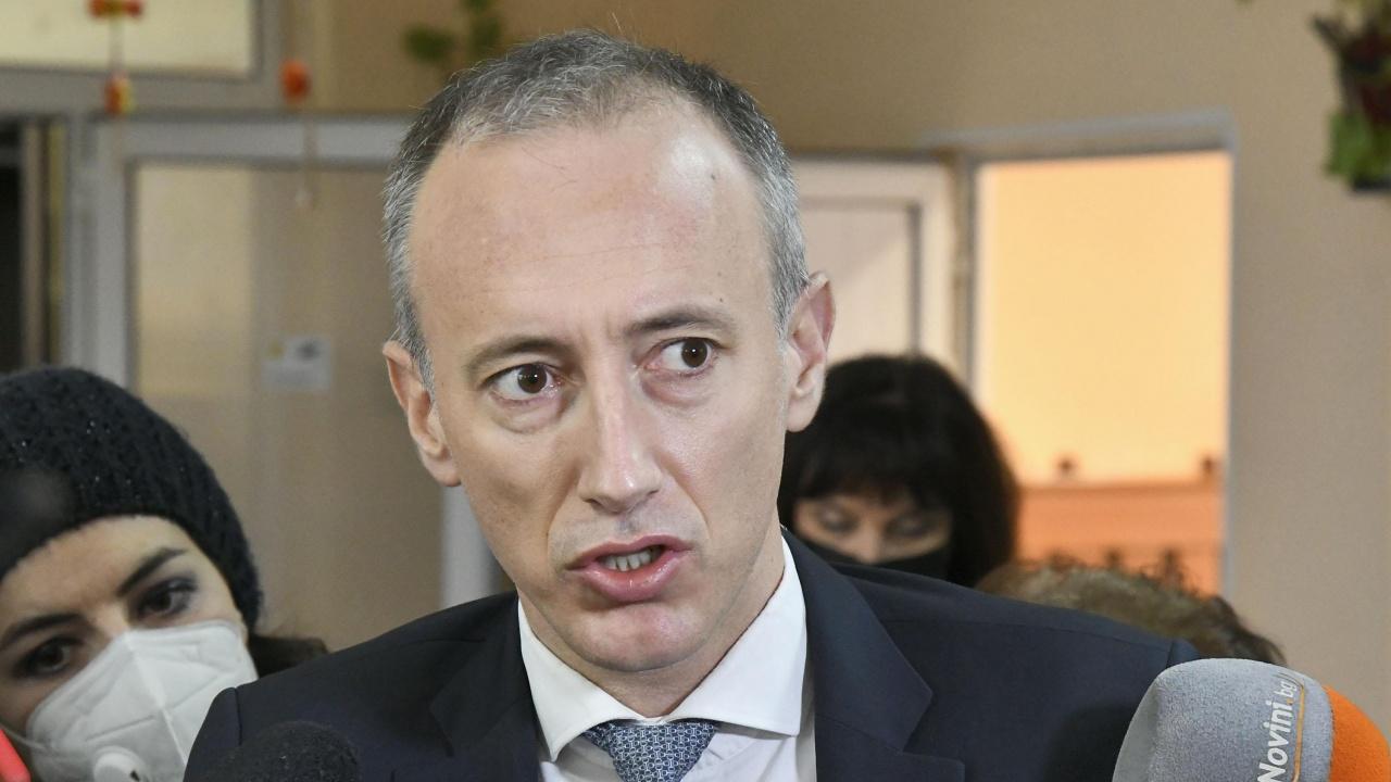 Бившият министър на образованието разкритикува COVID насоките на МОН за предстоящата учебна година