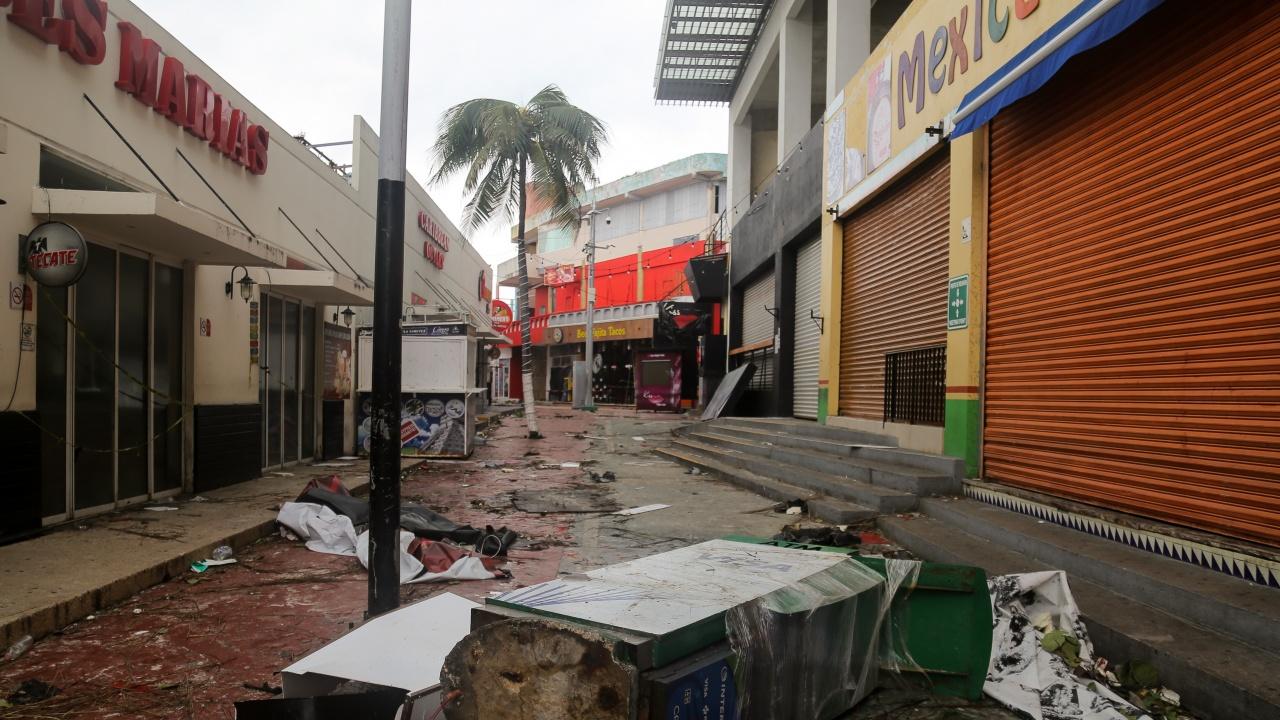 Бурята Нора взе една жертва в Мексико, а седем души са в неизвестност
