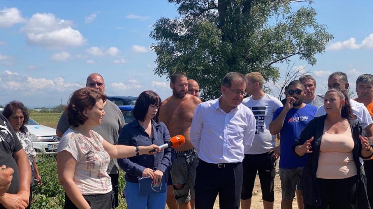 Министър Бозуков: Всички механизми ще бъдат използвани за обезщетение на пострадалите земеделци
