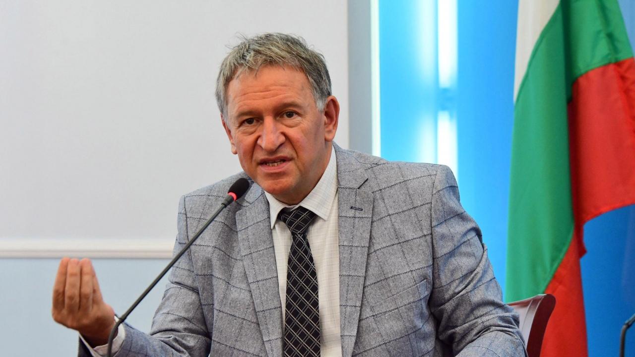 Министър Стойчо Кацаров забрани износа на някои лекарства, използвани срещу COVID-19