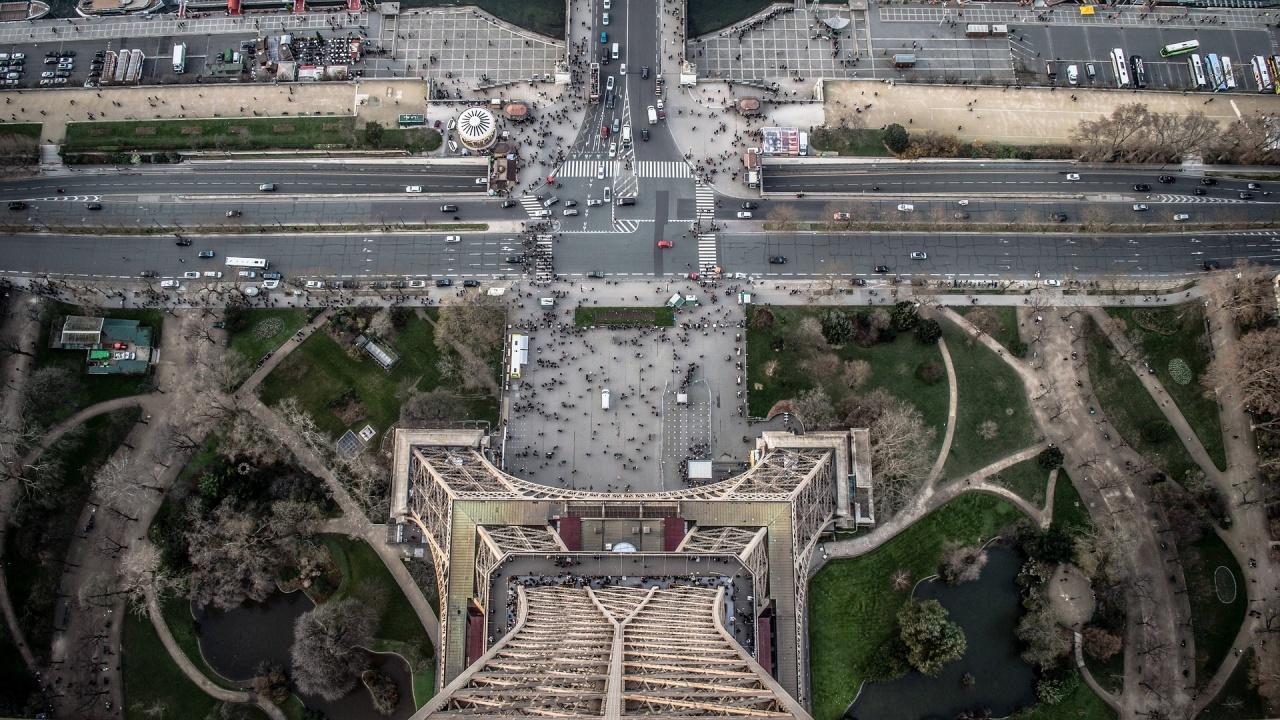 Париж ограничава скоростта до 30 км в час