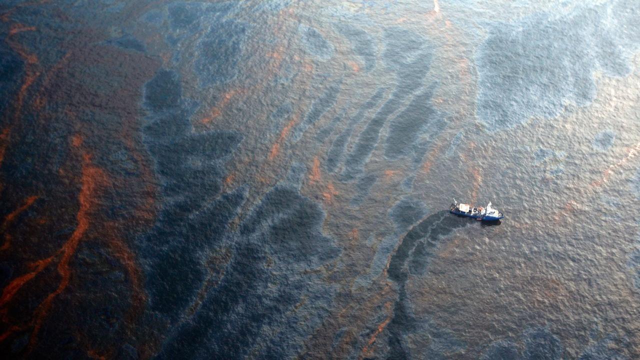 Кипър предупреди, че петролното петно от сирийска рафинерия ще достигне острова до 24 часа
