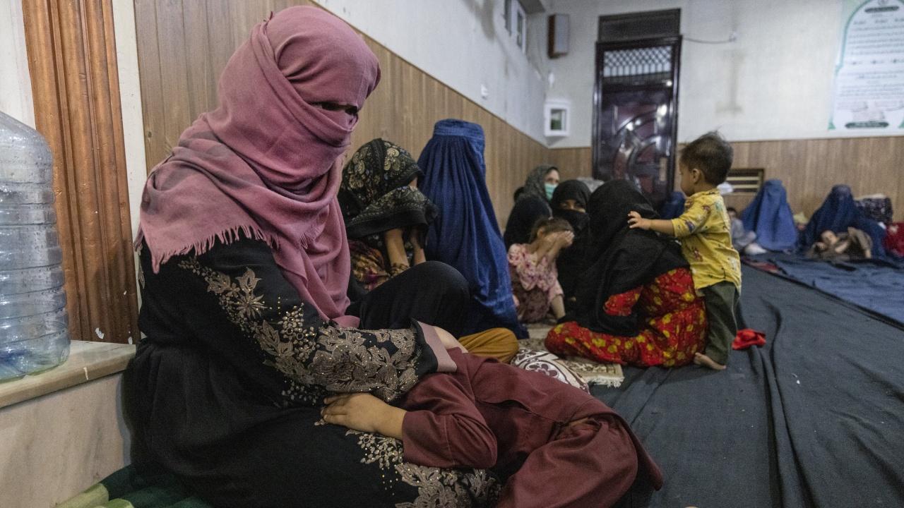 Три афганистанчета от бежански лагер в Полша са се натровили с гъби, две от тях са в тежко състояние