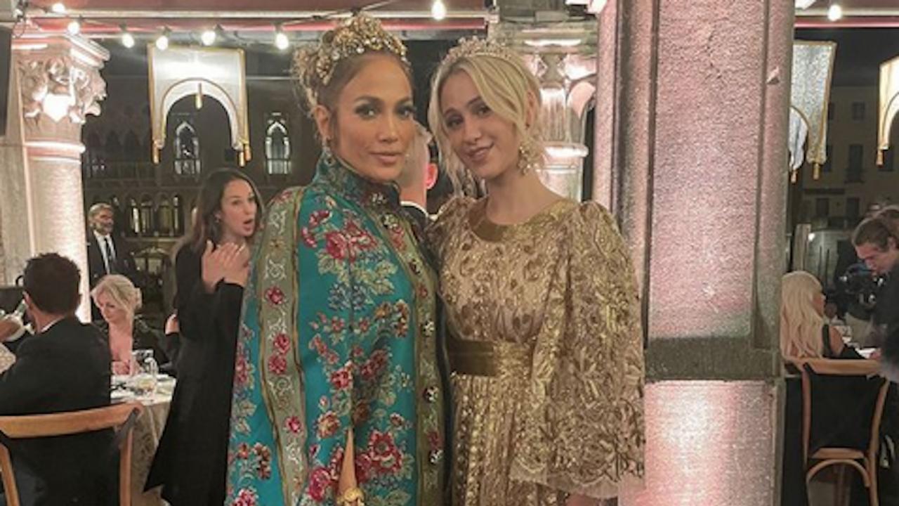 """Мария Бакалова и Джей Ло позираха в пищни рокли на """"Долче и Габана"""""""