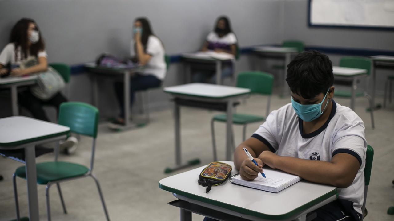 Куба без учебни занятия, докато не бъдат ваксинирани всички деца