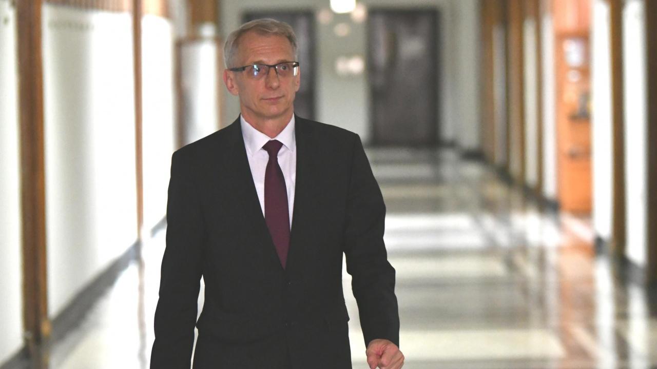 Николай Денков: Децата не трябва да поемат основния удар за снижаване на броя на болните от COVID-19 в страната
