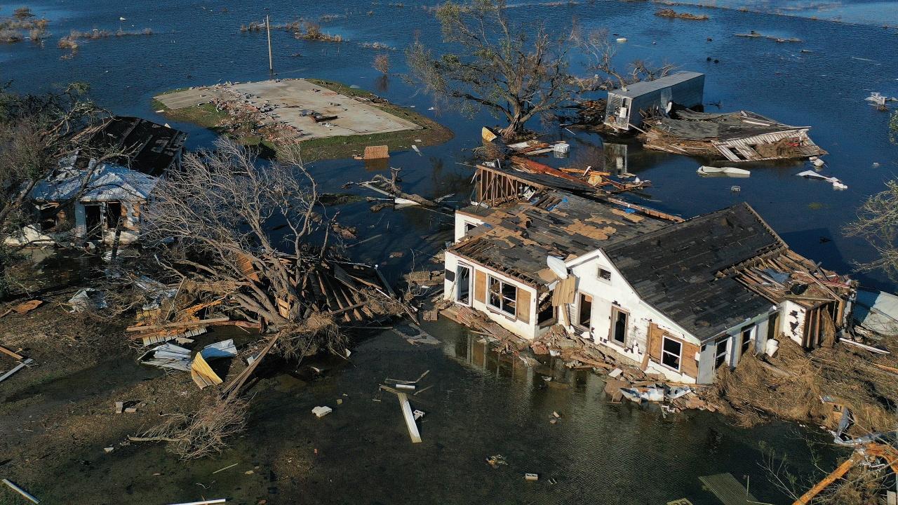 Луизиана се готви за месец без ток и вода след урагана Айда