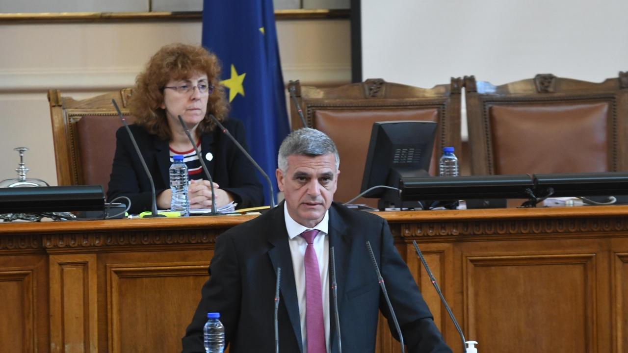 Депутатите изслушват Стефан Янев