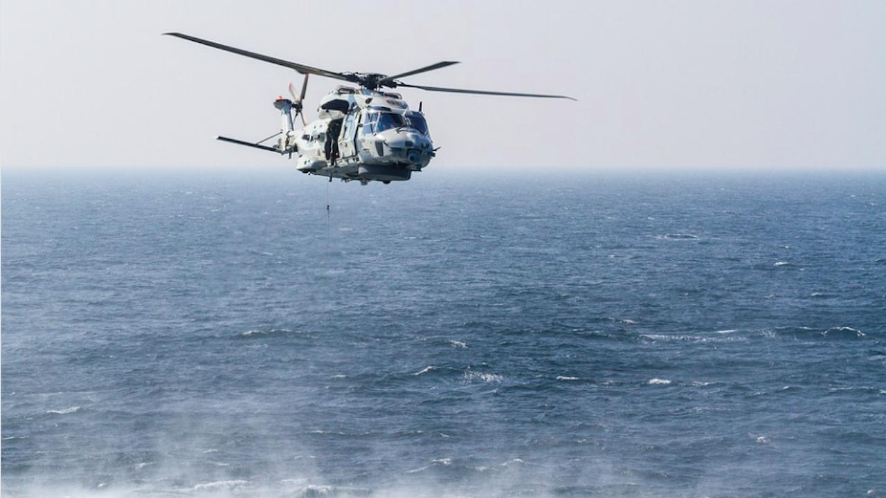Спасен е един човек от падналия американски хеликоптер в Тихия океан