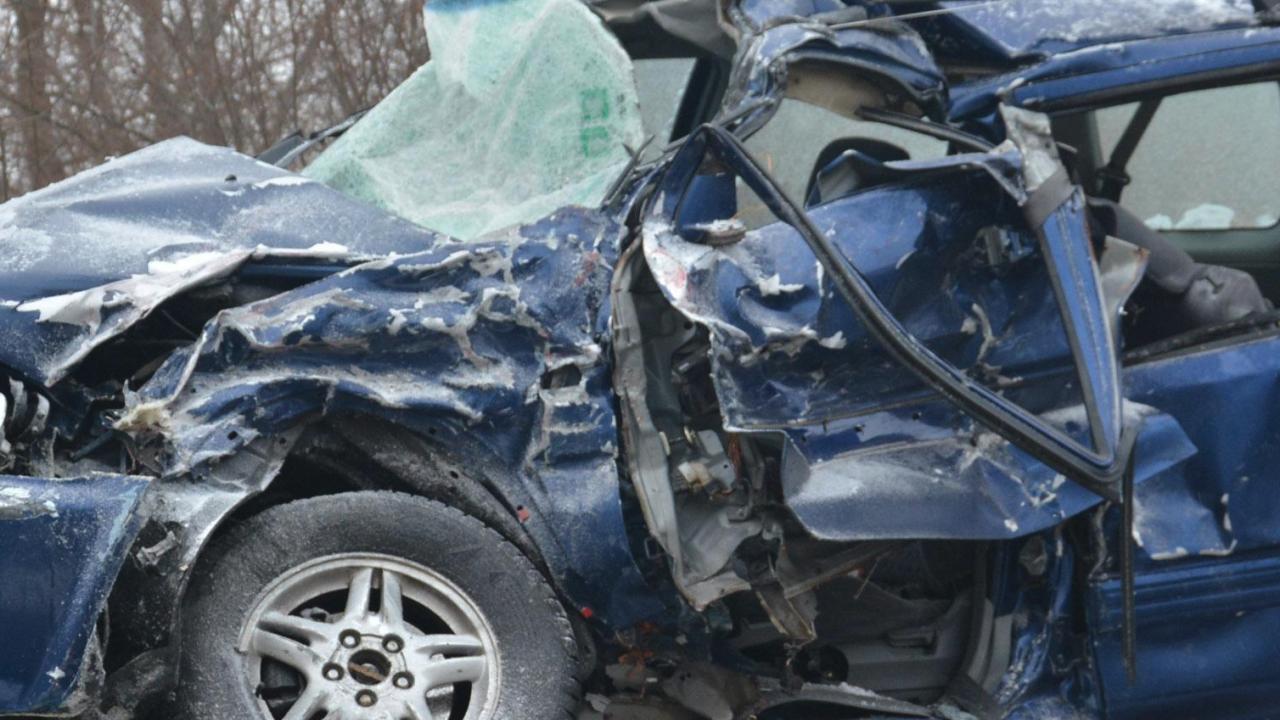 Багер излезе от годишен технически преглед и уби шофьор на кола