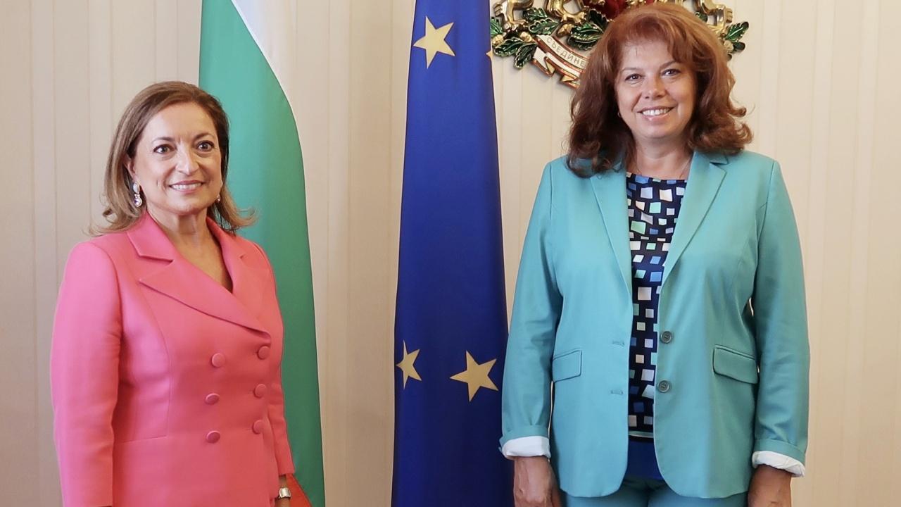 Опасността от мигрантска вълна от Афганистан обсъди вицепрезидентът Йотова с италианския посланик