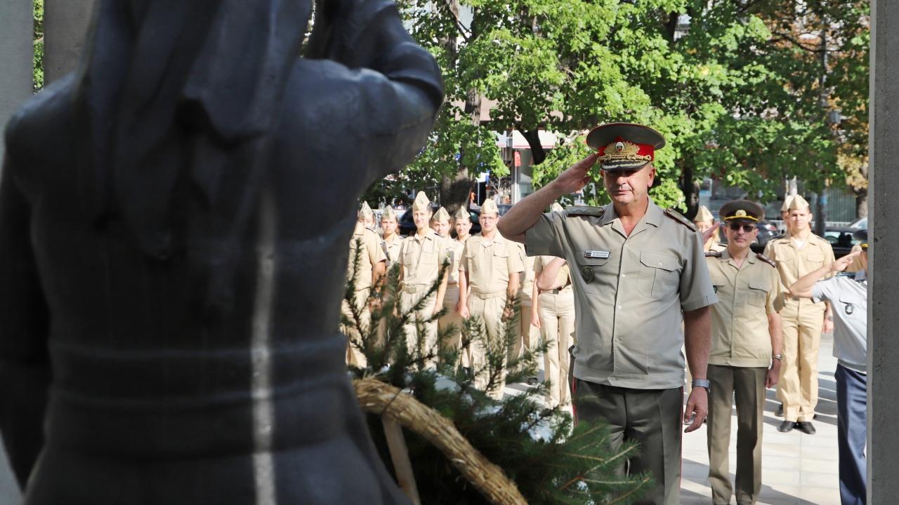 Ген. Мутафчийски към бъдещите военни лекари: Вие трябва да сте елита на нацията, който води другите!