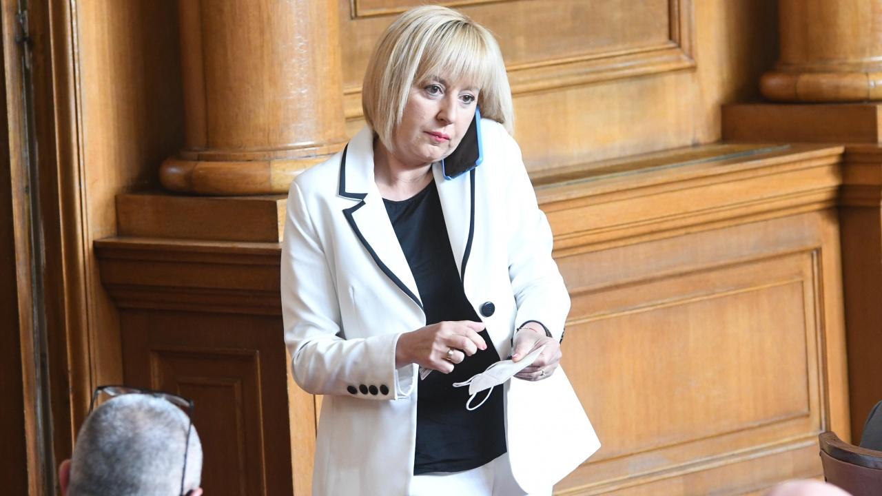 Манолова: Големите партии в парламента се отказаха да работят по законите, важни за хората
