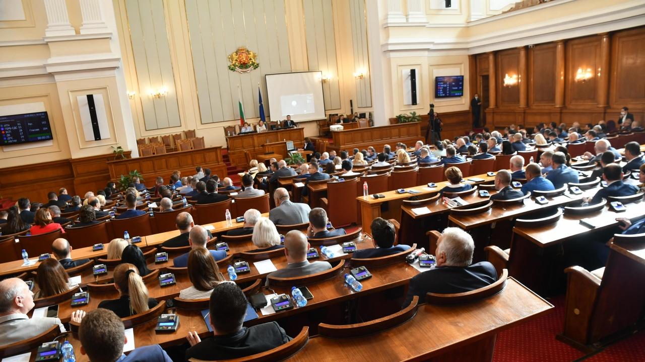 Депутатите се събират на извънредно заседание на 7 септември