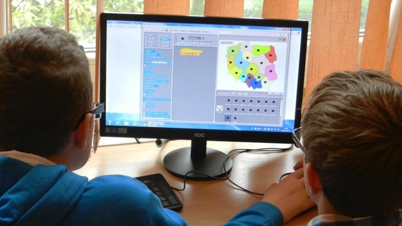 Безплатна училищна академия за програмиране започва в Търговище