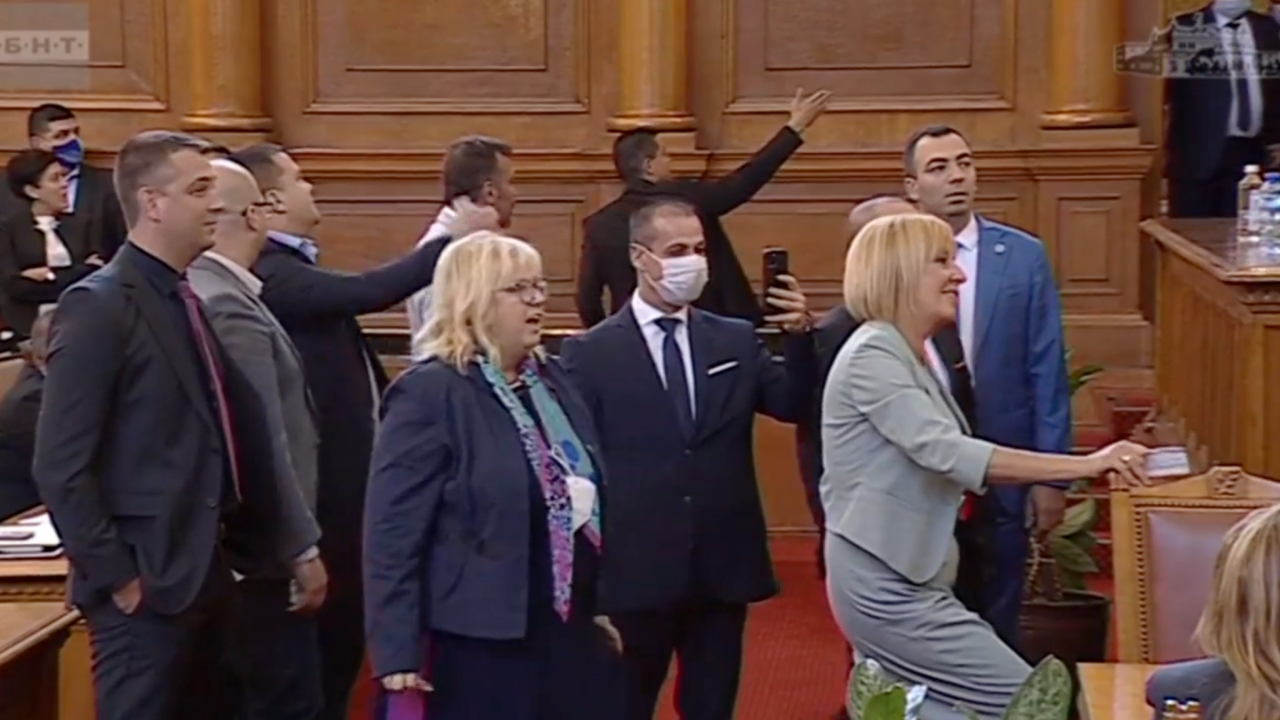 Хаос и скандали в НС! Депутатите не знаят махнали ли са охраната на Гешев, едва не се стигна до бой