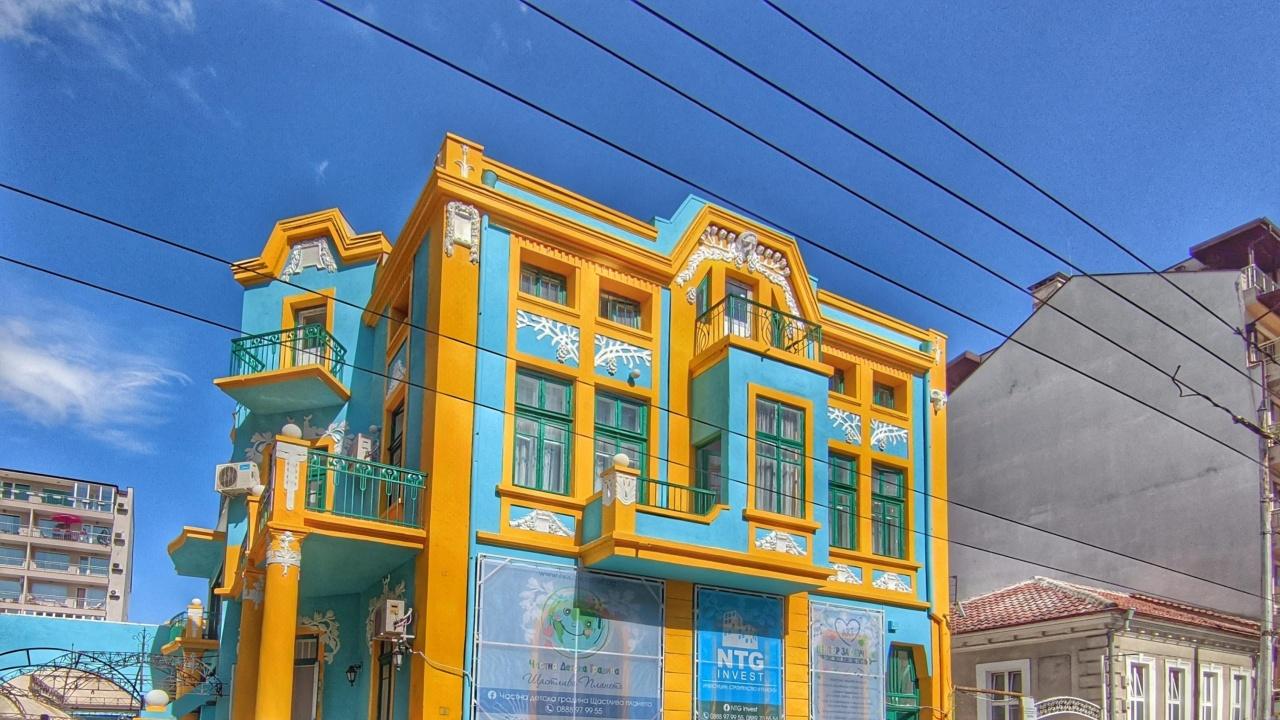 Разкрасиха стара сграда във Варна