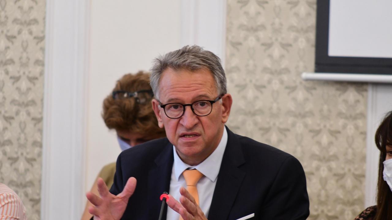 Стойчо Кацаров: Здравната система вече е подложена на сериозен натиск