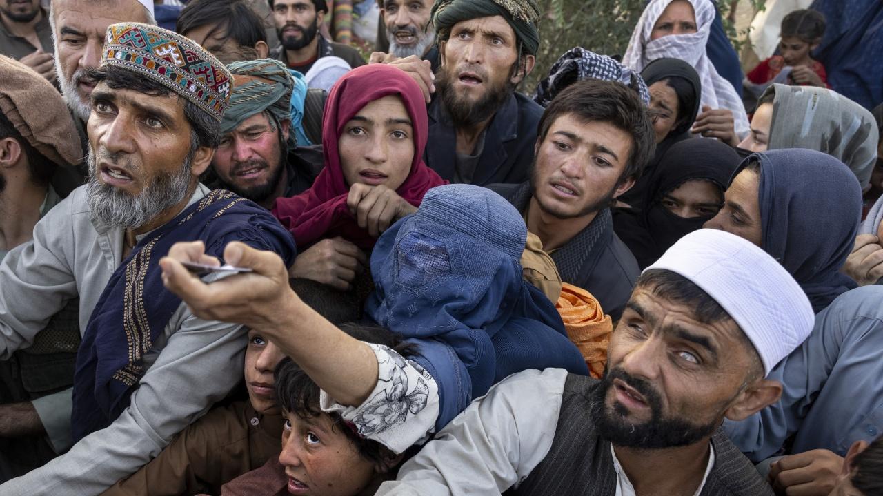САЩ възнамеряват да предоставят  по над 2000 долара помощ за евакуираните афганистанци