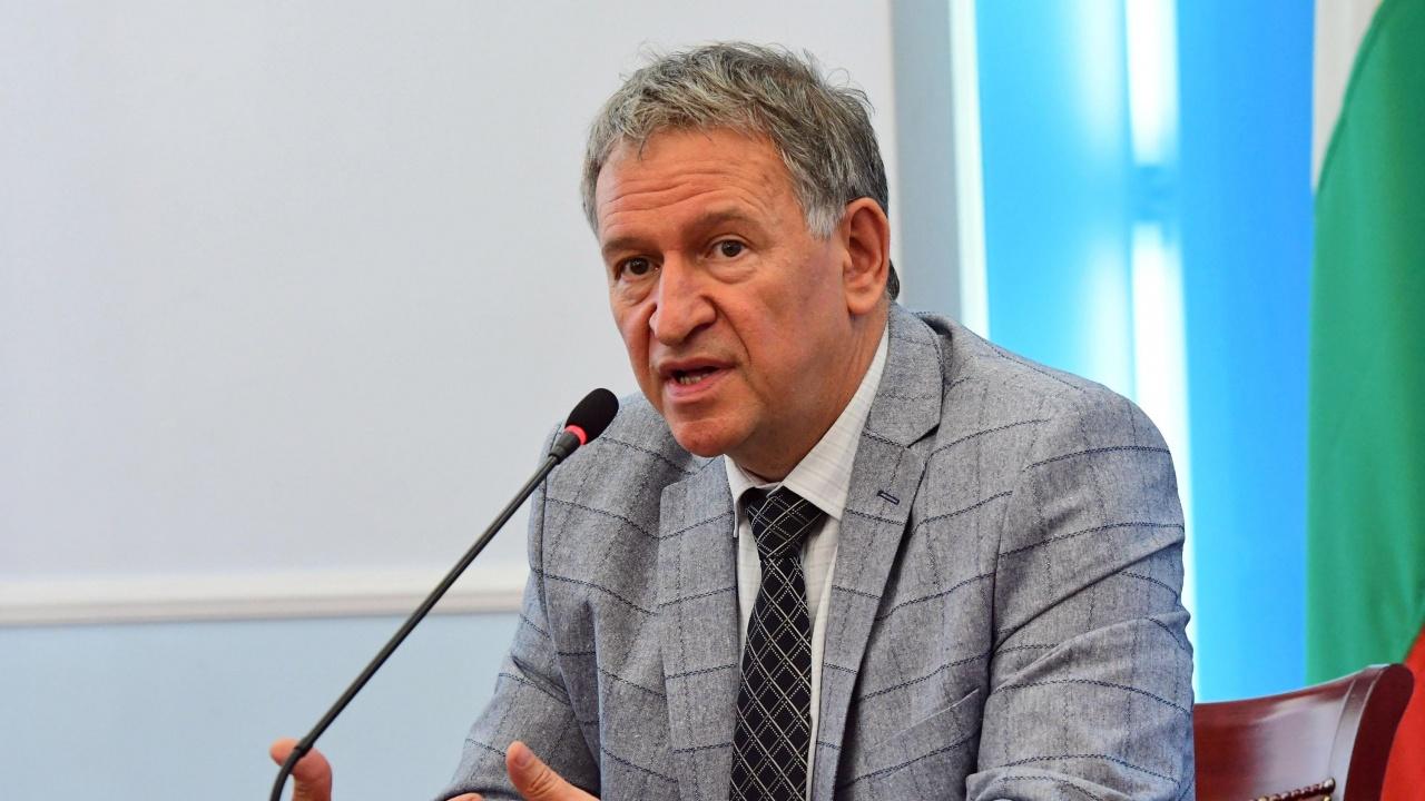 Проф. Балтов се изуми от реплика на министър Кацаров, че COVID се разпространява и през нощта, но не така интензивно