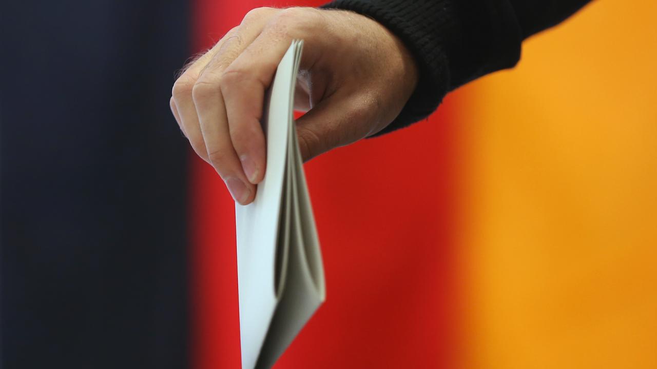 Германските социалдемократи запазват преднината си пред консерваторите на Меркел