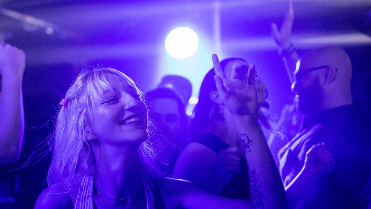 Великобритания ще изисква васинационни паспорти за нощни клубове