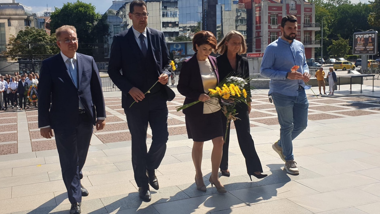 МГЕРБ поднесе венци и цветя пред паметника на Съединението в Пловдив
