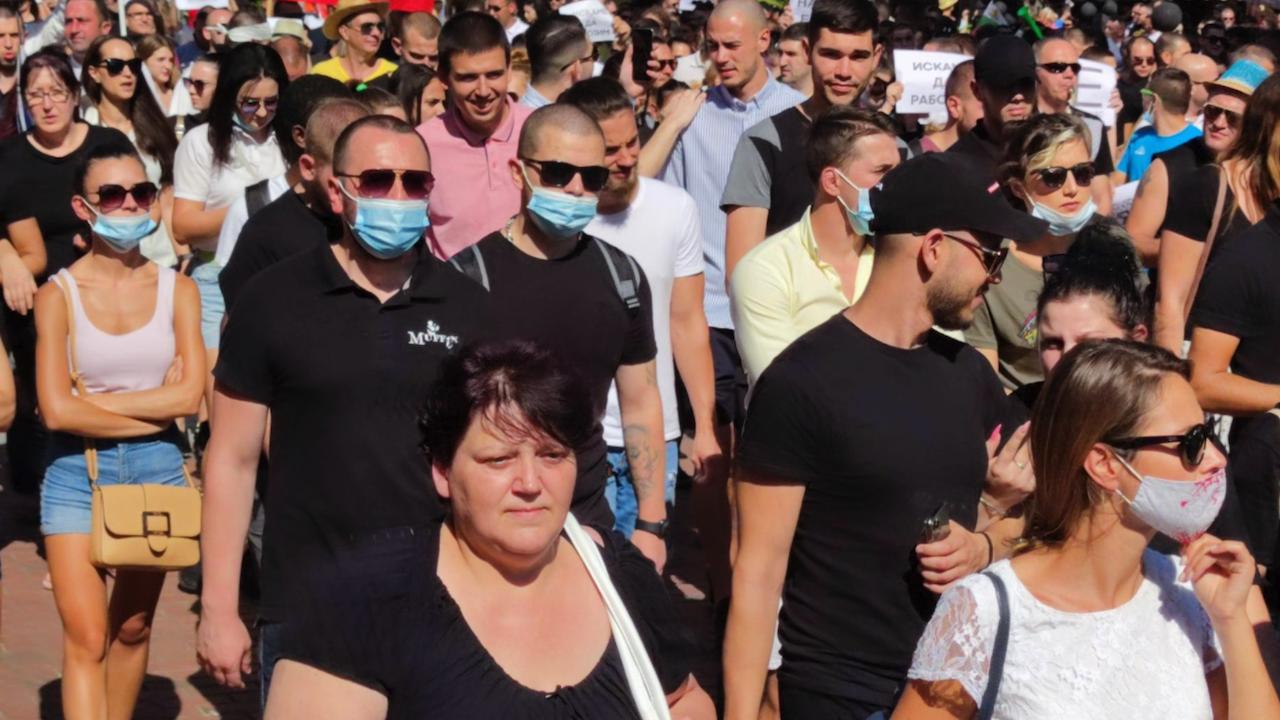 Стотици служители и собственици на заведения в Ямбол излязоха на протест