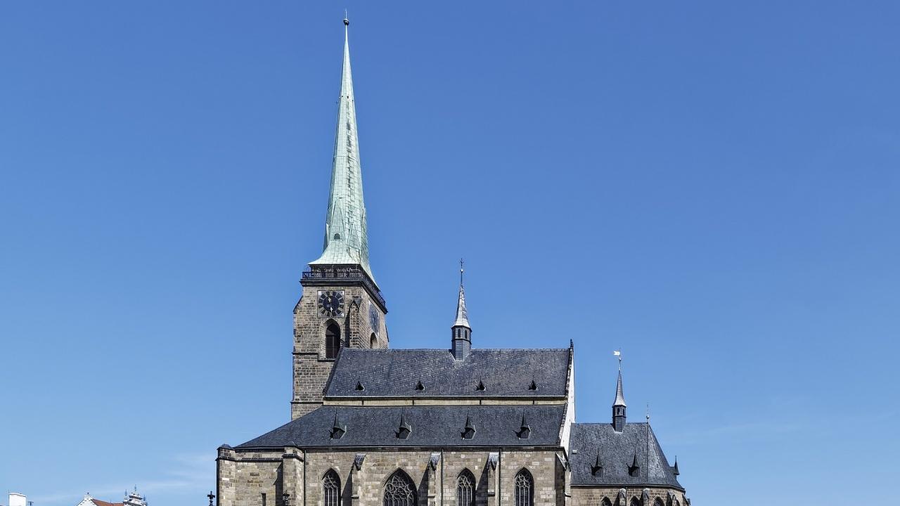 Чешката полиция хвана двойка да прави секс на църковна кула в Пилзен