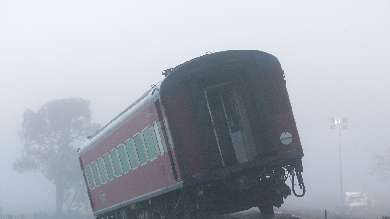 Седем души пострадаха при челен сблъсък на два влака в Истанбул