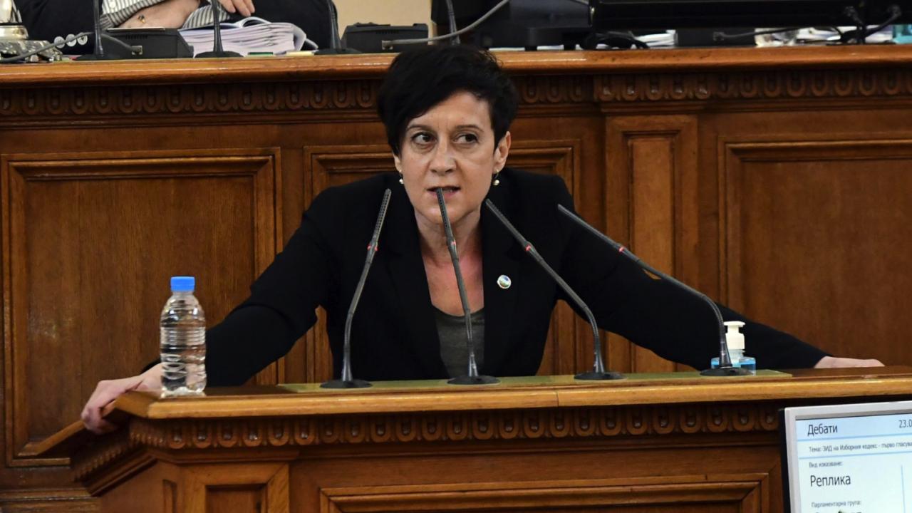 Антоанета Цонева: Транспортният министър не даде убедителни отговори за удълбочаването към теца на Доган