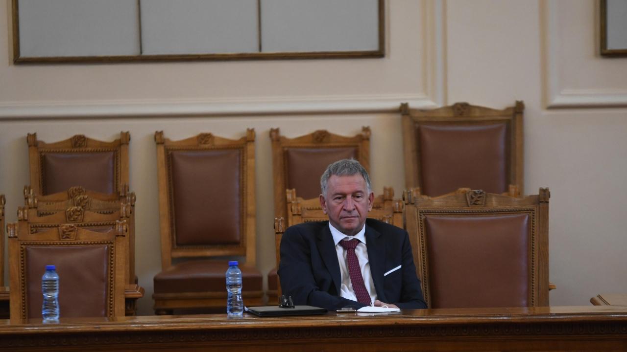ВМРО подава сигнал срещу министър Кацаров за неспазване на собствените му мерки
