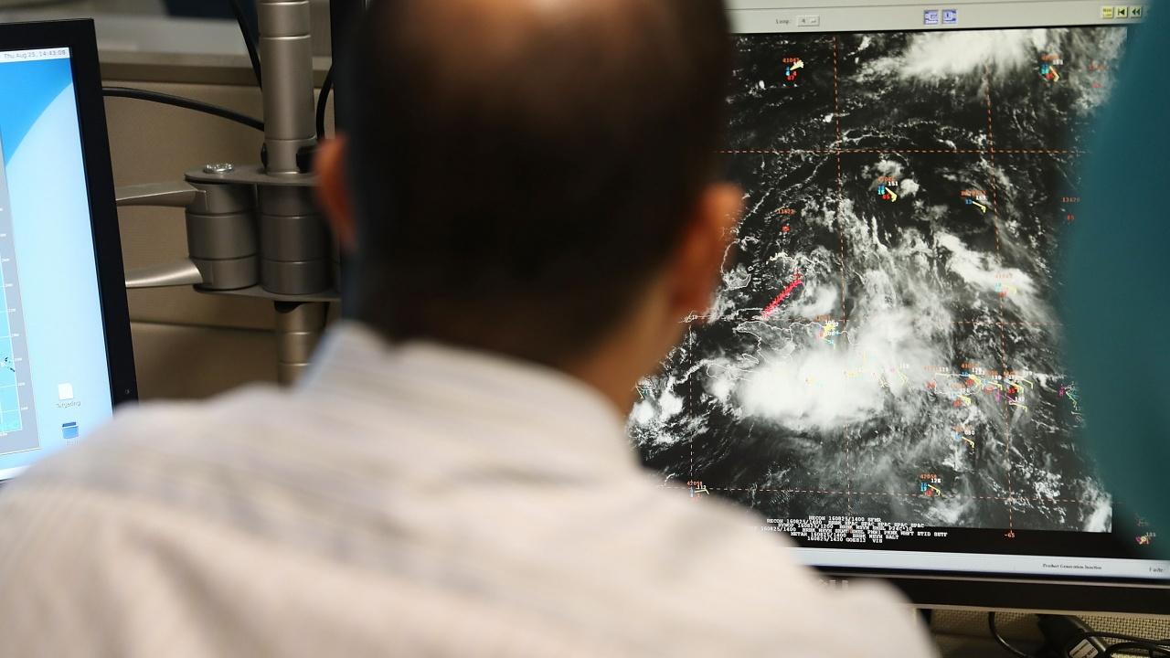 """Тропическата буря """"Минди"""" достигна крайбрежието на Флорида"""