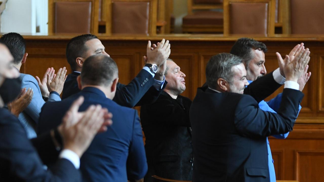 Депутатите най-накрая приеха и на второ четене актуализацията на бюджета на ДОО