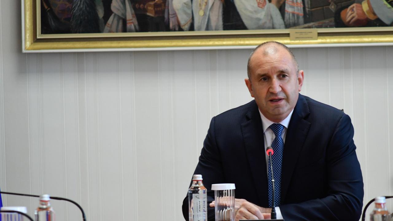 Румен Радев изпрати съболезнователно писмо до президента Стево Пендаровски по повод жертвите при пожара в болница в град Тетово
