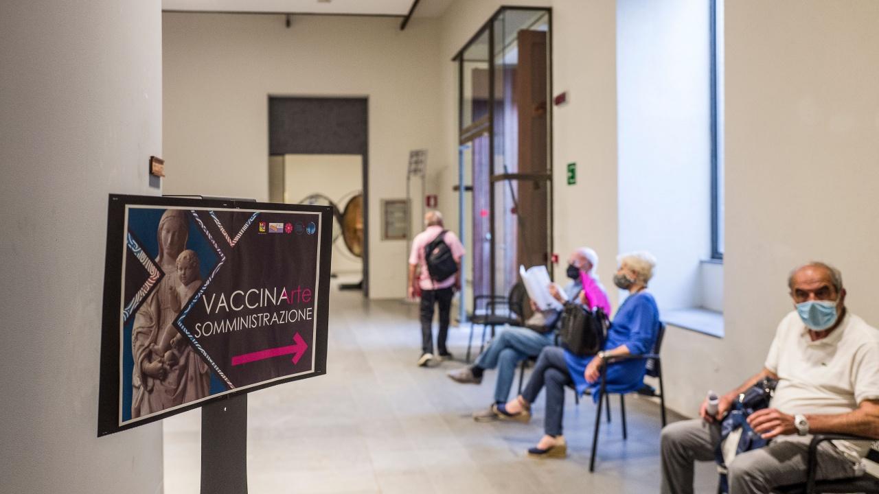 Италианската агенция по лекарствата одобри поставяне на подсилваща доза от ваксините срещу COVID-19