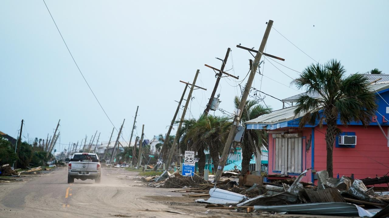 Бурята Олав се превърна в ураган близо до бреговете на Мексико