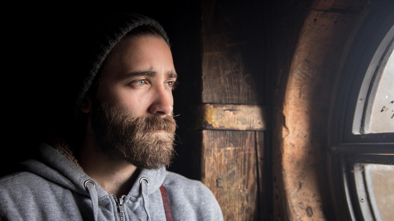 Антинобелова награда за мир за учени, установили ползата от мъжката брада при бой