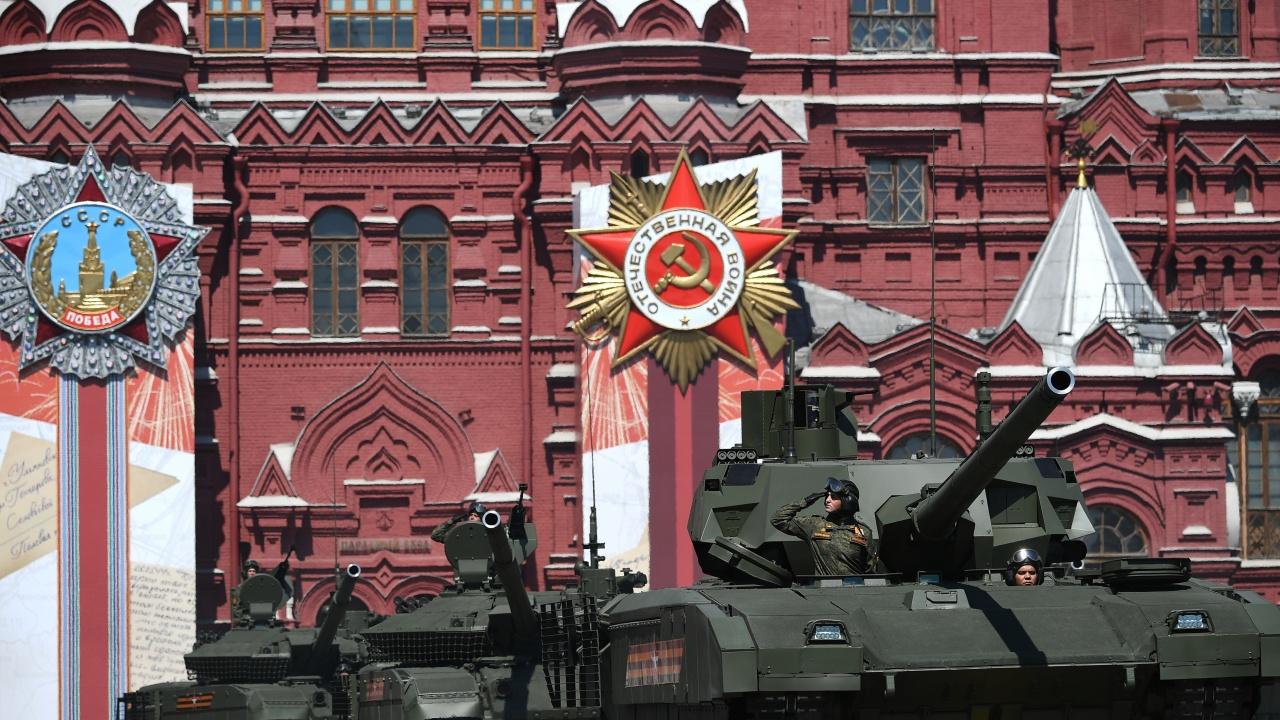 Русия праща нови танкове във военната си база в Таджикистан