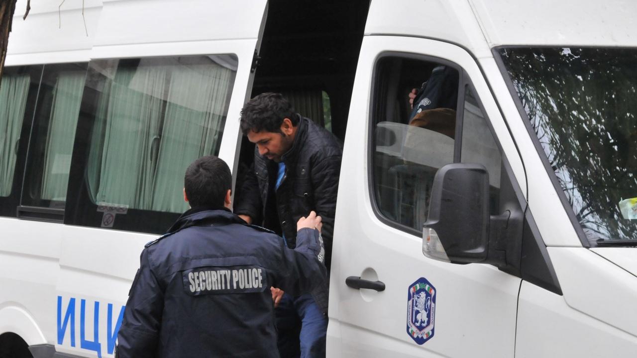 Тече мащабна акция на СДВР срещу нелегални мигранти в София
