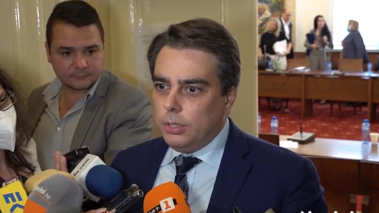 Асен Василев: Добавени са 500 млн. лева допълнителни приходи и 500 млн. допълнителни разходи към бюджета
