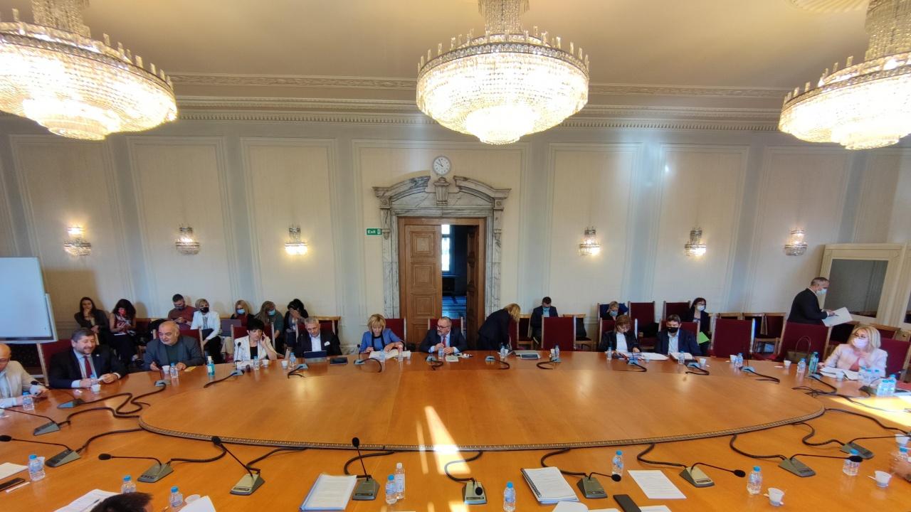 Прекратиха заседанието на правната комисия, няма гласуване за закриването на спецсъда