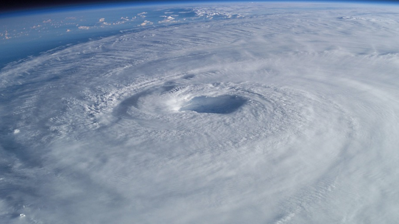 Ураганът Олаф отслабна, след като връхлетя Лос Кабос в Мексико