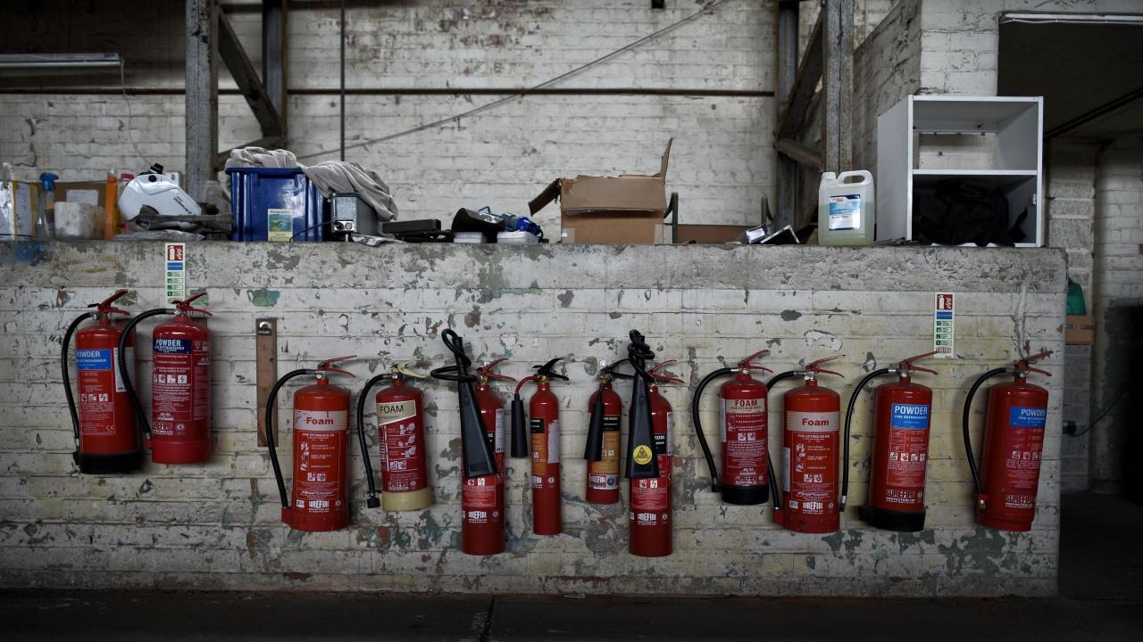 Предлагат по-висока глоба при липса или негоден пожарогасител в колата