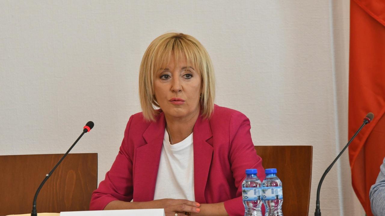 Манолова: В понеделник ще има извънредно заседание на парламента