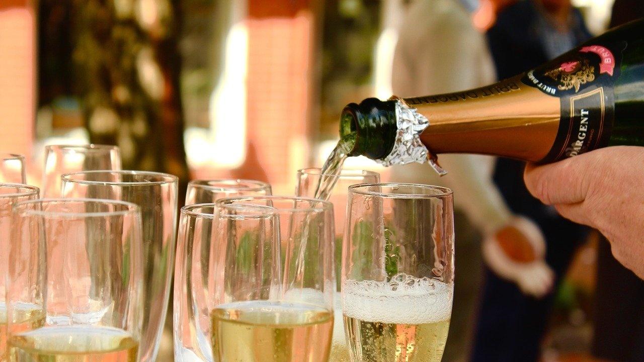 Франция възобновява износа на шампанско за Русия