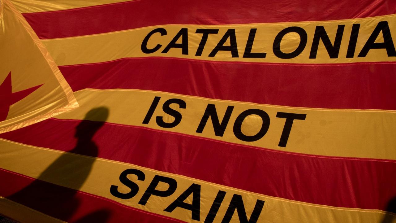 """Каталуния: """"Вън окупационните сили"""", 2 арестувани, 8 леко ранени полицаи"""