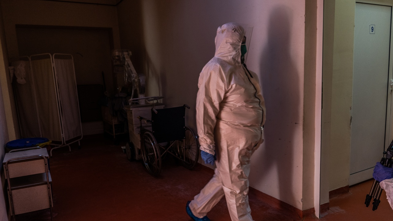 COVID-19 уби още 53 души в страната, София остава водеща по зараза
